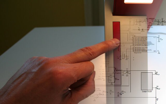 Projekt lampy OLED z włącznikiem dotykowym